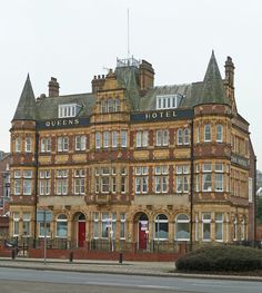 Queen's Hotel, Pontefract by Tim Green aka atoach, via Flickr