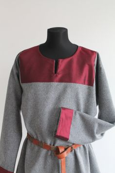 Tunique en laine de Viking par NornasMystery sur Etsy
