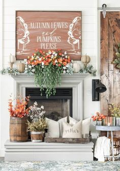 10 Fall Mantel Ideas That Are Seriously Inspiring The best fall mantel decor ideas that'll make your house feel cozy! You can easily create these fall mantel ideas in your own home! Use these simple DIY ideas to decorate your fireplace mantel for fall! Fall Home Decor, Autumn Home, Cheap Home Decor, Diy Home Decor, Decoration Christmas, Fall Mantel Decorations, Mantel Ideas, Decor Ideas, Diy Ideas