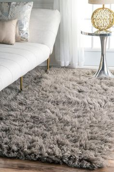 Our Genuine Wool Shag Greek Flokati Rug is an affordable option for anyone looking to enjoy the luxurious comfort of a Flokati shag rug without spending a fo