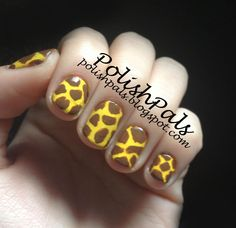 <3 Love these giraffe print nails! Take a different view on animal print!