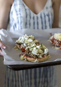 """This bagel pizza idea came to me a few months ago, while I was strolling around Boston. It's been on my mind - and in the """"Notes"""" app on my iPhone - ever since, and I should have tried it sooner! Healty Lunches, Brunch, Bagel Recipe, Bagels, Turkey Dishes, Bagel Pizza, Pizza Pizza, Pizza Dough, Wrap Sandwiches"""