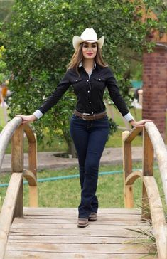 Cowboy Outfits For Women, Sexy Cowgirl Outfits, Country Style Outfits, Rodeo Outfits, Western Outfits, Western Wear, Cute Outfits, Cow Girl Outfits, Fiesta Outfit