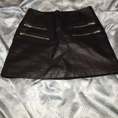 Black leather skirt Back has a zipper. Front has 4. Really cute. And the condition is perfect Forever 21 Skirts Mini