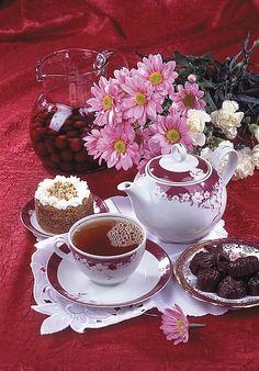 Have a beautiful day! Coffee Love, Coffee Break, Tea Gif, Raindrops And Roses, Pause Café, Good Morning Coffee, Good Morning Greetings, Mini Desserts, C'est Bon