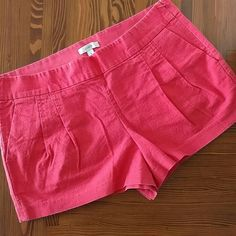 JCrew 12 Coral Linen Shorts Excellent condition shorts size 12. Coral in color. Linen look in material. Smoke free home. Minimal pleating,side zip and flat back pockets make these super flattering. J. Crew Shorts