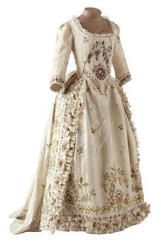 Gown, 1785. Musee des Tissus de Lyon.