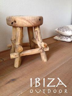Leuke foto uit Valkenburg ontvangen deze keer met het Ibiza Krukje, erg leuk komen te staan in deze woonkamer. Bij interesse graag even mailen naar ibizaoutdoor@gmail.com ook voor een afspraak in de loods. gr Mees