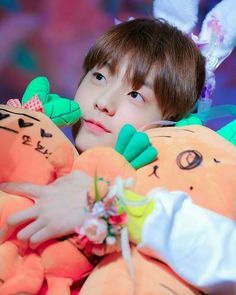 Soobin is a baby👼🏻💕 K Pop, Fandom, The Dream, Sanha, T Rex, K Idols, Cute Wallpapers, Boy Groups, Kawaii