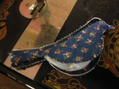 Michelle's Romantic Tangle: Bird Needle Case Tutorial, would be cute with brown outside and red wool inside...robin redbreast!