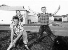 Are they not just too cute here? This is L-R Brian Wilson (crouching), Carl Wilson (behind Brian) and Dennis Wilson (R) in their front yard in Hawthorne, Cali ca 1955