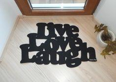Felpudo original con frase típica en inglés Live love por Xatara