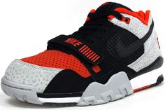 Tribute to Barry Sanders on the Nike Air Trainer II with his number 21 on the heel. Nike Air, Shoes Sandals, Shoes Sneakers, Fresh Kicks, Superfly, Kinds Of Shoes, Foot Locker, Nike Outfits, Nike Sportswear