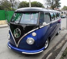 VW Blue and Black - sweet combination - Auto Data Maserati, Bugatti, Volkswagen Bus, Vw Camper, Vw T1, Volkswagen Beetles, Wolkswagen Van, Rolls Royce, Combi Ww