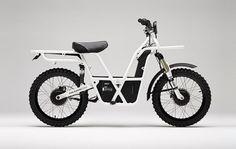Je vous présente le 2×2 de la marque néo-zélandaise UBCO, ce magnifique deux roues, mélange entre un vélo et une moto tout terrain, est entièrement électrique et équipé de deux roues motrices.  Cet engin au look unique sera votre compagnon idéal pour la ville et les sorties en campagne. Son autonomie est de 100 à 150 Km, sa batterie amovible se recharge en une heure et il peut supporter jusqu'à 200 kg.