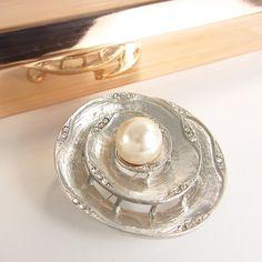 Prendedor Broche Mujer  Brillante Accesorio Elegante con Perlas y Murano Pearl Earrings, Wedding Rings, Engagement Rings, Jewelry, Fashion, Wedding Band Rings, Glow, Pearls, Elegant