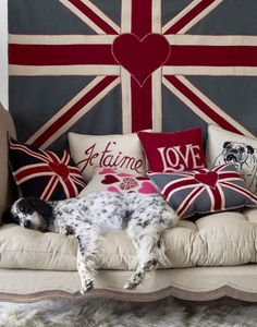 {ME TOO! I LOVE ENGLISH SETTERS! & EVERYTHING ABOUT THIS!}  Aww... I'm a sucker for an English Setter. And the French & British touches.  Love!