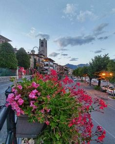 Home sweet home. Vi invito a #Tavernola sul #lagodiseo col suo splendido balcone panoramico che spazia a 180 sul lago è su #monteisola #tavernolabergamasca #visitlakeiseo #inlombardia #summerinlombardia #visitbergamo #visitbrescia #vivobergamo volgobergamo #laghilombardi #italian_trips #italian_places #italiait #wonderful_places #flowers #tower #skyporn