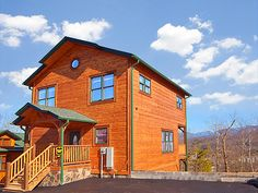 Pigeon Forge Cabin - Endless Views and a Theater - 3 Bedroom - Sleeps 10 - Swimming Pool Access - Home Theater