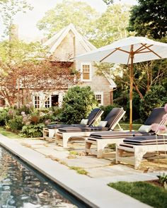 A lush backyard and fieldstone pool surround make this hideaway the perfect spot for weekend retreats. Home to a pair of writers, the house was designed for entertaining, exterior included. Outdoor Rooms, Outdoor Living, Outdoor Decor, Outdoor Lounge, Exterior Design, Interior And Exterior, Pool Furniture, Furniture Online, Furniture Design
