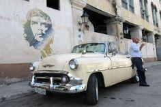 CUBA! Car parked under Che graffiti