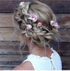boho floral updo | #hairstyle #promhair ★❤★ Trending • Fashion • DIY • Food • Decor • Lifestyle • Beauty • Pinspiration ✨ @Concierge101.com #weddinghairstyles