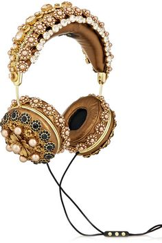 The least budget-friendly gift guide (including these Dolce & Gabbana headphones ) -- today on chicityfashion.com