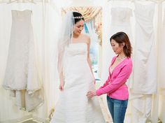 The DOs and DON'Ts of Choosing Your Wedding Dress: Weddings: glamour.com