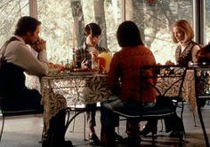 Aile üyelerinin ilişkilerinde bir uzaklaşma, bağlarda bir gevşeme ve izolasyon arttıkça depresif duygular ve intihar potansiyeli de artmaktadır. Kaynak: http://dergiler.ankara.edu.tr/tammetin.php?id=598