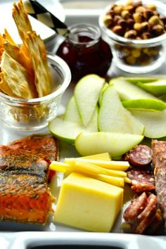 Entertain Like A Pro: This appetizer platter is perfect for a small backyard gathering. Check out the recipe here: https://www.hubub.com/154677/162494