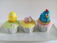 Cupcakes para aniversário com tema Galinha Pintadinha