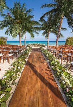 A beautiful ceremony in the open air will remain in your memory forever! We offer you the best ideas for rustic wedding venues for your wedding. Beach Wedding Reception, Cancun Wedding, Rustic Wedding Venues, Beach Ceremony, Beach Wedding Decorations, Wedding Mexico, Rustic Beach Weddings, Wedding Resorts, Mexico Beach Weddings