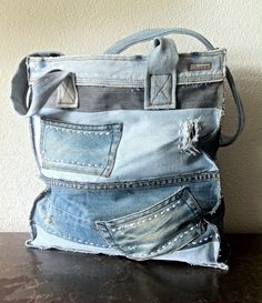 ⭐ Dunes Handmade Jeans bag (picture only) Jean Purses, Diy Accessoires, Denim Purse, Popular Handbags, Denim Ideas, Denim Crafts, Recycled Denim, Fabric Bags, Handmade Bags