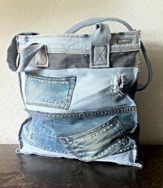 ⭐ Dunes Handmade Jeans bag (picture only) Diy Jeans, Jean Purses, Diy Accessoires, Denim Purse, Denim Ideas, Popular Handbags, Denim Crafts, Recycled Denim, Fabric Bags