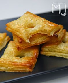ASTORGA puffs INGREDIENTS: 2 rectangular sheets phyllo For the syrup: water sugar 3 tablespoons honey 1 dash lemon juice Utilities: Table of equivalence Any doubt, look at the video. Bakery Recipes, Cooking Recipes, Mexican Food Recipes, Sweet Recipes, No Bake Desserts, Dessert Recipes, Flan Recipe, Spanish Dishes, Pan Dulce