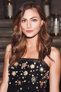 Real life Phoebe Tonkin - inspiration for heroine Tessa. Phoebe Tonkin Hair, Phoebe Tonkin Style, Phoebe Tonkin The Originals, Pretty People, Beautiful People, Chance Chanel, Vampire Diaries, Luke Evans, Woman Crush