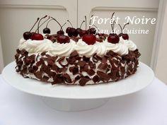 Asalam Alaykom, Voici le gateau danette que j'ai fait ce weekend qui est l'un des gâteaux les plus appréciés par ma famille, et je l'ai décorer comme un foret noire c'était beau et trop bon Ingrédients: 1 danette au chocolat ( on utilise le pot de la...