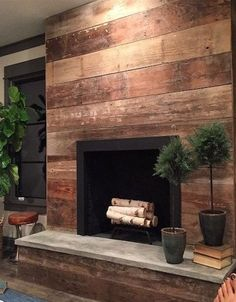 Wood-stained shiplap frames this beautifully contemporary fireplace to create a warm and rustic ambiance. The post Wood-stained shiplap frames this beautifully contemporary fireplace to create a appeared first on Decoration. Reclaimed Wood Fireplace, Wood Fireplace Surrounds, Shiplap Fireplace, Rustic Fireplaces, Farmhouse Fireplace, Fireplace Hearth, Home Fireplace, Marble Fireplaces, Fireplace Remodel