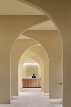 dezeen:Curving walls rise from opposing directions to form an...
