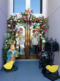 Designed by Lupita Rodriguez Easter Garland, Easter Tree, Easter Wreaths, Easter Egg Crafts, Easter Eggs, Easter Decor, Easter Ideas, Easter Bunny, Easter Season