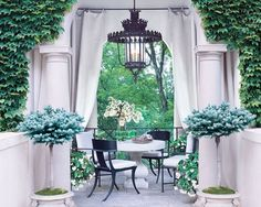 While we make every effort to embrace color,when it comes to making a statement, we always gravitate toward black. Strong, sophisticated, and effortlessly chic, whetherused in large or small doses, it always stands out—and adds a wonderful sense of drama. This idea is beautifully illustrated by the stunningblack doors on the above project by Fort …
