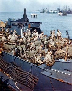 Soldiers of the US Army, Infantry Division, board their landing craft in preparation for Operation Overlord - code name for the Battle of Normandy. Pin by old Paolo Poop Stain Marzioli Battle Of Normandy, D Day Normandy, Normandy Invasion, Normandy Beach, Bernard Montgomery, D Day Invasion, D Day Landings, Landing Craft, Cultura General
