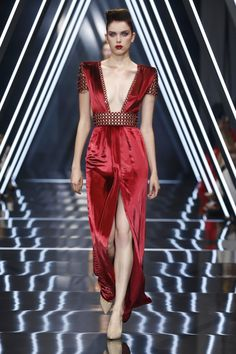 RALPH & RUSSO COUTURE AUTUMN WINTER 2018 RUNWAY LOOK 23 Ruby red liquid silk velvet gown, featuring plunging neckline, lattice and glass bead edging.