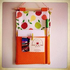 porta recado Sewing Hacks, Sewing Projects, Projects To Try, Note Pen, String Crafts, Back To School Gifts, Purse Patterns, Felt Fabric, Kids Decor