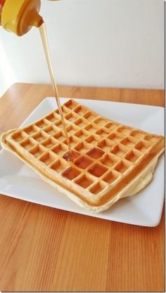 Protein waffles recipe - the best 1 carb gluten free waffle recipe! Keto Waffle, Waffle Mix, Waffle Recipes, Low Fat Low Carb, Low Carb Bread, Breakfast Items, Breakfast Recipes, Run Eat Repeat, Protein Waffles