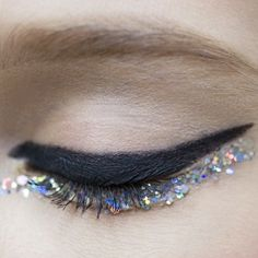 Chanel Haute Couture collection #sequins. (Ligne Graphique de Chanel & Le Crayon Khol used used on top)