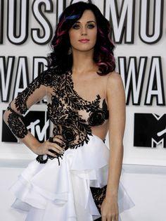 Coiffure de fête : les mèches colorées de Katy Perry