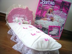 Barbie - Ribbons & Roses Bed, I can't believe I owned this hideous thing!