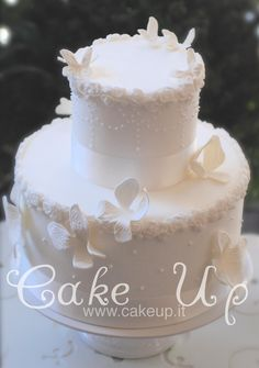 BUTTERFLIES WHITE WEDDING CAKE