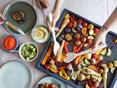 In 5 steps to the perfect oven vegetables - Often the simple things in life are also the best – this applies to cooking as well. If you bring - Oven Vegetables, Roasted Vegetables, Cooking Tips, Cooking Recipes, Kitchen Stories, Tasty Dishes, Vegetarian Recipes, Dinner Recipes, Easy Meals